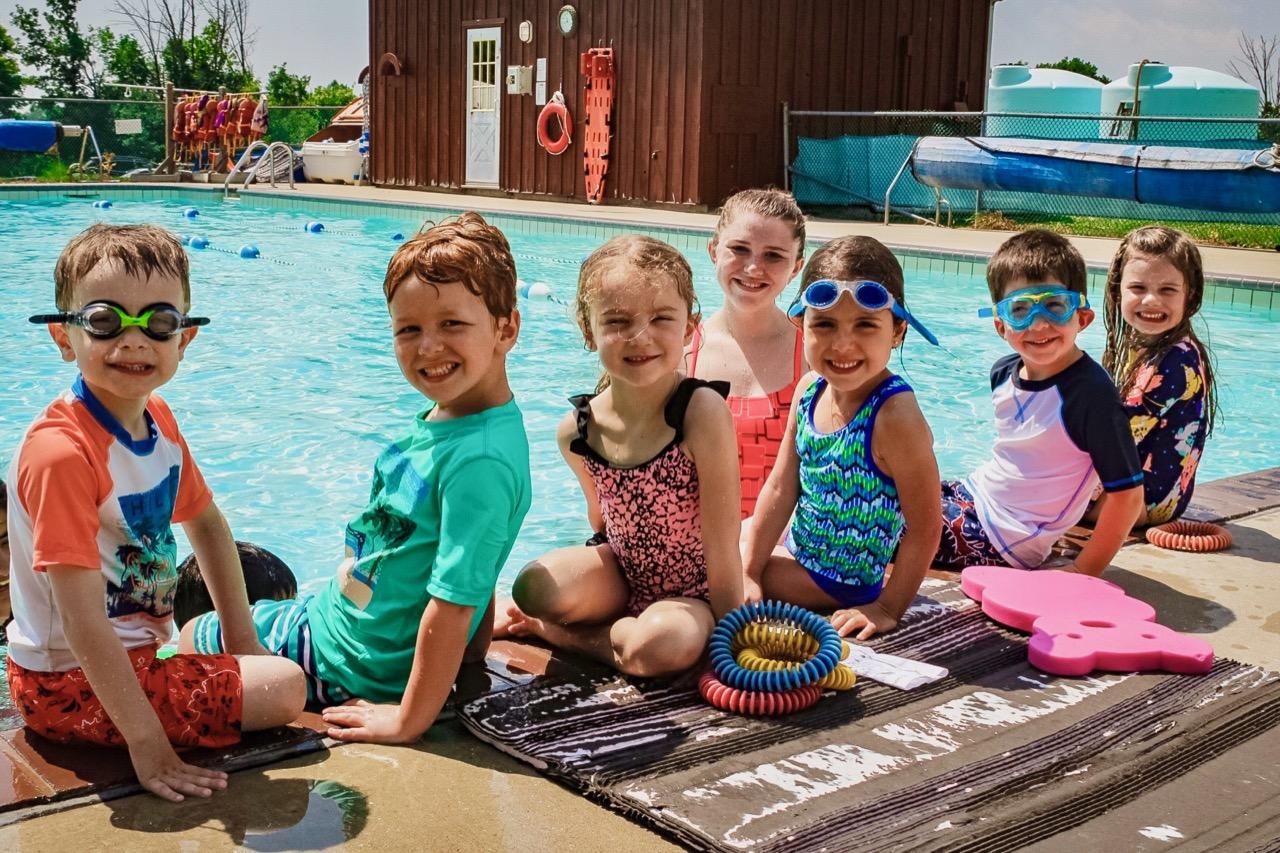 little kids poolside